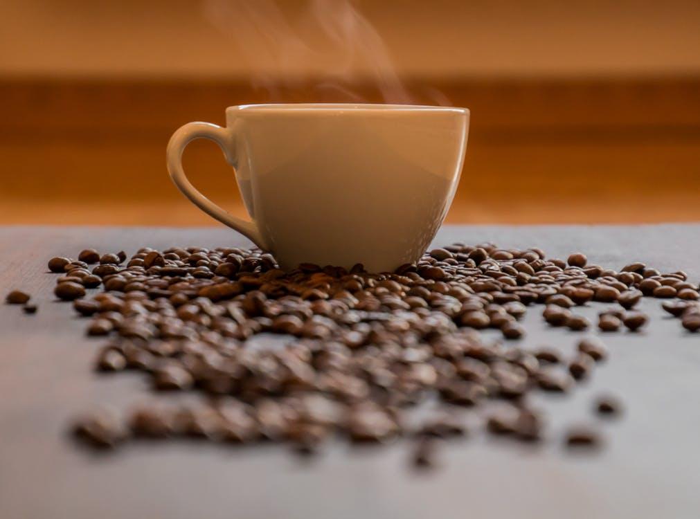 96d63be4 Wielu z nas nie wyobraża sobie bez niej życia! Miłośnikom kawy  przedstawiamy 10 ciekawostek, które pomogą zabłysnąć w towarzystwie i  pokochać ten magiczny ...